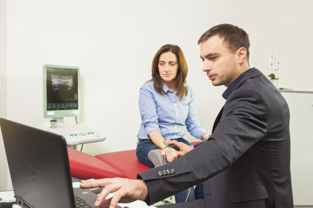 Die NLG und EMG Untersuchung ist besonders hilfreich um Funktionsstörungen von Muskeln, Nerven und Nervenwurzeln festzustellen.